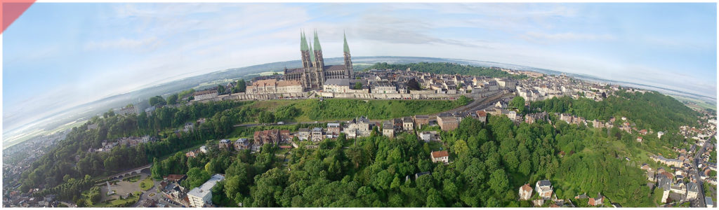 Laon-Cathédrale- plomb-vert-vol-drone-2-deux-tours-façade-ouest-aériennes avant-toits-plane-alors-et-maintenant-Laon-cathedral-drone-flight-cathedrale-aerial view-green-2-two-towers-façade-west-pitched roof-then-and-now