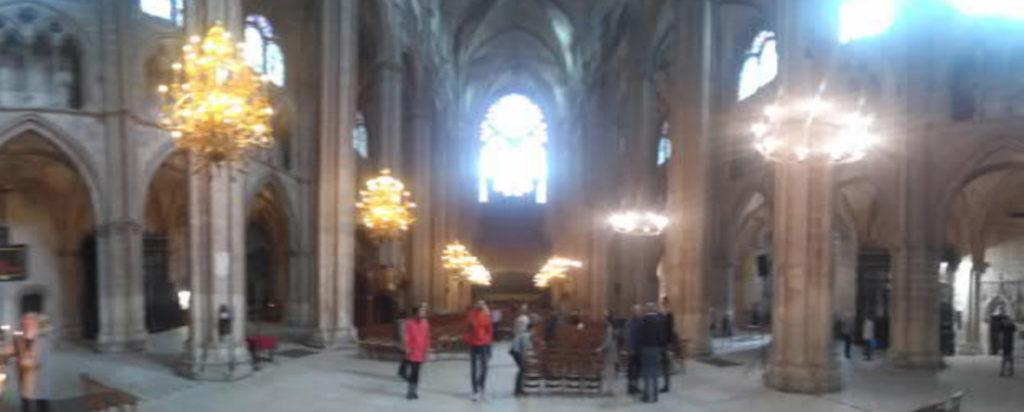 Bourges-Kathedrale-Panorama-innen-geplant-gebaut-Damals-Jetzt